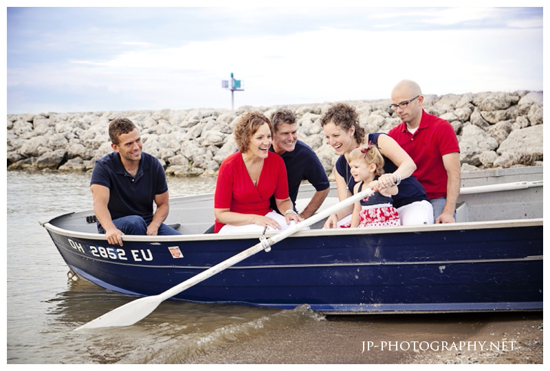 nautical family shoot, americana, red, white & blue, beach family session, canoe boat
